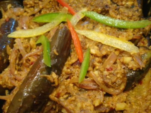 Brinjal curry © myburntorange