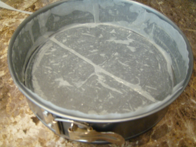 Lined cake tin