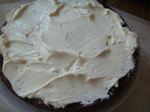 Layering cake with marscopone icing